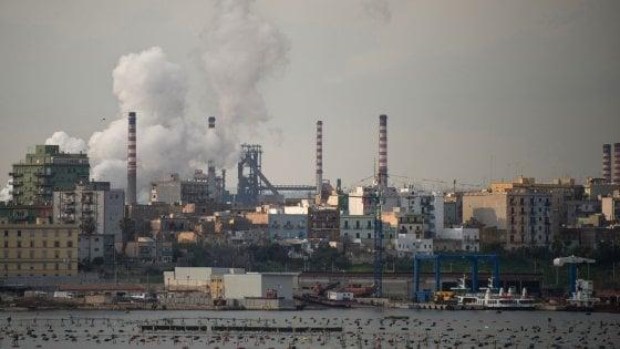 """Inquinamento a Taranto, il sindaco chiude due scuole e la Salina. Gli ambientalisti: """"Diossina aumentata del 916%"""""""
