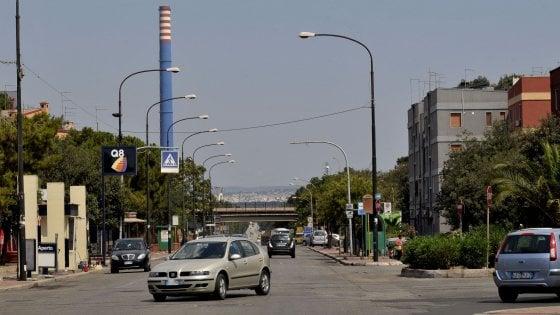 Inquinamento a Taranto, due scuole chiuse e l'ipotesi evacuazione: viaggio nel quartiere Tamburi
