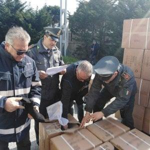 Brindisi, 30mila paia di scarpe contraffatte: maxi sequestro al porto