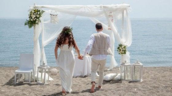 Matrimonio Spiaggia Gallipoli : Mille euro per sposarsi in spiaggia o nei siti archeologici la