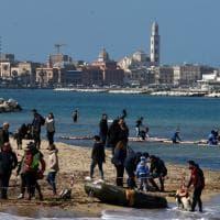 A Bari primavera in anticipo, tutti in spiaggia