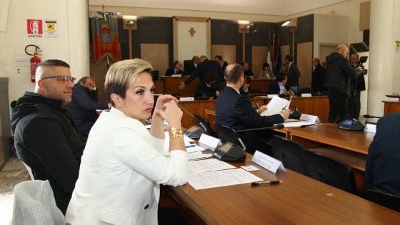 """""""Ho avuto il cancro, non posso più stare con chi ha tradito Taranto"""": l'amaro addio dell'ultima consigliera M5S"""