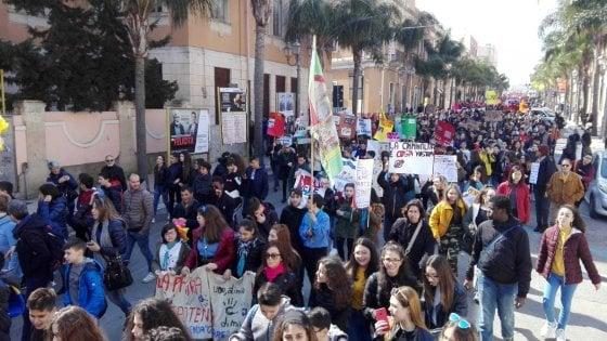 Mafia, a Brindisi 5mila  in marcia con Libera: in prima fila i parenti delle vittime innocenti uccise dai clan