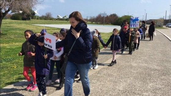"""""""Un chilometro al giorno a lezione di passeggiata"""", una scuola elementare di Bari insegna e pratica il movimento"""
