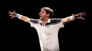 Teatro, Emilio Solfrizzi  nei panni di Roger Federer