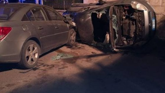 Brindisi, la strage dei 18enni dopo la festa di compleanno: 3 morti in un incidente alle 2 di notte