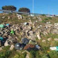 Ambiente, ad Altamura con guanti e bustoni per pulire intorno alla scuola: