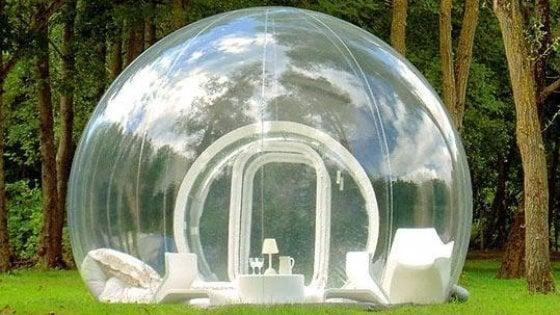 """A Biccari la bubble room per dormire nel bosco o in riva al lago: """"Stanze trasparenti e servizio catering"""""""