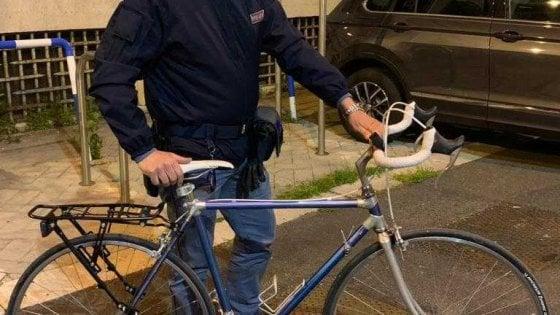 Ruba una bici e la mette in vendita online, la vittima del furto lo contatta e si presenta con la polizia