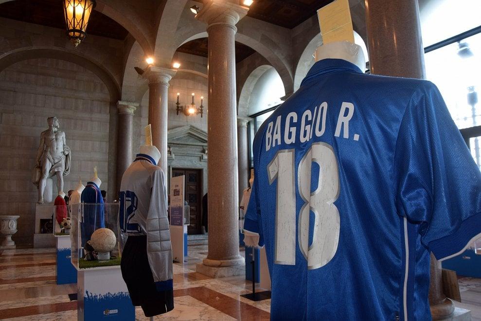 A Bari le mitiche maglie della Nazionale: da Totti a Baggio 100 anni di gloria