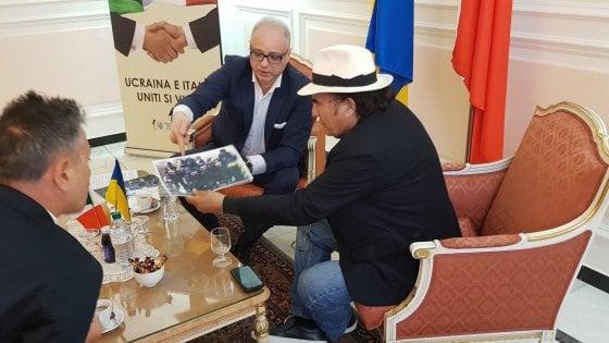 """""""Con il maestro Al Bano per togliere il suo nome dalla lista nera"""": segnali di pace con l'ambasciata d'Ucraina"""