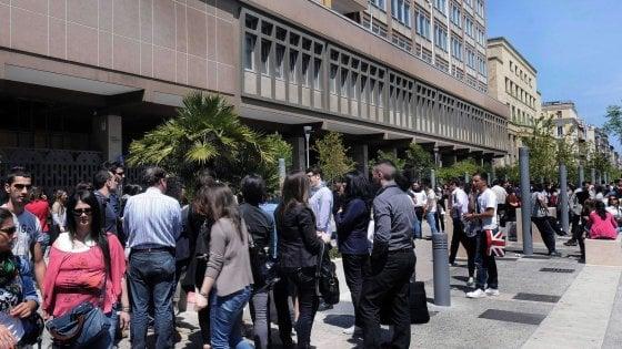 """""""Sesso e soldi per superare l'esame"""", indagato il docente Fabrizio Volpe. Le accuse di 2 ragazze"""