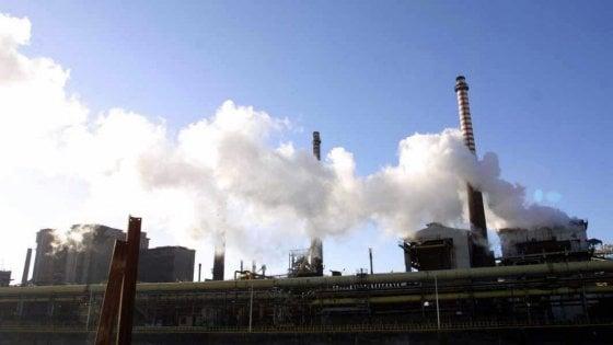 """Sull'Ilva di Taranto l'ultima giravolta dei Cinque Stelle: """"Inquinamento? Inutile allarmismo"""""""
