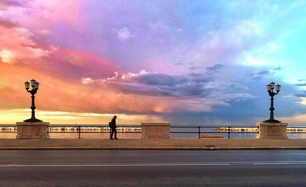 Il sole, la pioggia e il mare: tutti i colori di Bari in una foto