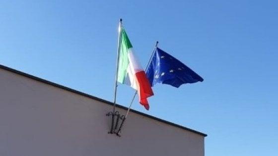"""""""Per il 25 aprile tricolore alle scuole"""": il sindaco di Trani regala bandiere nuove in risposta a Salvini"""