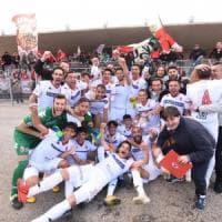 Calcio, trionfo del Bari a Troina (1-0): biancorossi promossi in serie C. Ed è festa