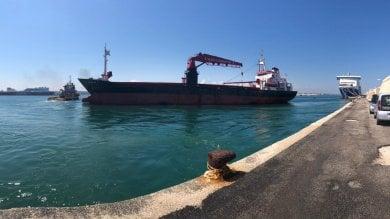 Il mercantile arenato lascia Bari 2 mesi  dopo: s'incagliò durante una tempesta