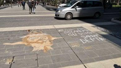 Foto  Via Sparano, un murale su Gesù  disegnato sulla nuova pavimentazione