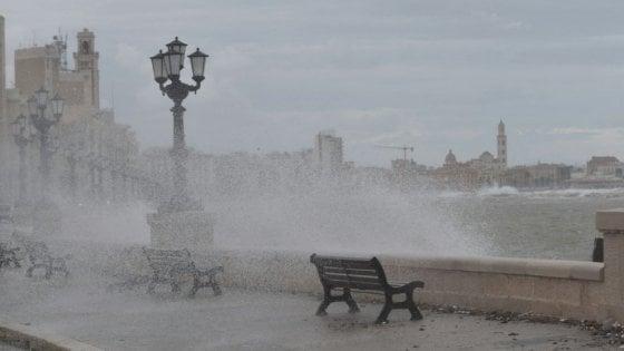 Puglia, allerta meteo per la Pasquetta: raffiche di vento e mare in burrasca