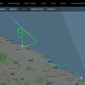 Vento forte su Bari, volo easyJet da Malpensa atterra a Brindisi. Disagi per i passeggeri