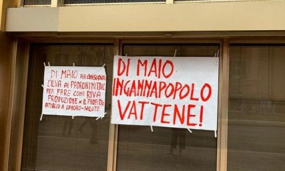 """Ex Ilva di Taranto, mamma rifiuta la stretta di mano a Di Maio: """"Si ricorda di mio figlio morto?"""""""