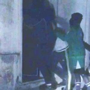 Baby gang, una 16enne ha rotto muro di omertà sul pensionato aggredito. Un altro caso sospetto