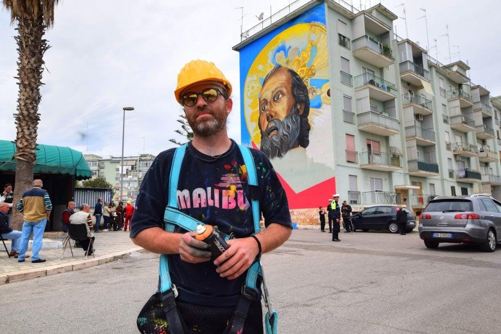 Bari, San Nicola è un murale gigante: l'omaggio al patrono