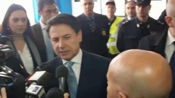 """Il premier Conte nel suo liceo di San Marco in Lamis: """"Devo molto alla scuola"""". E sul governo: """"Nessuna conta"""""""
