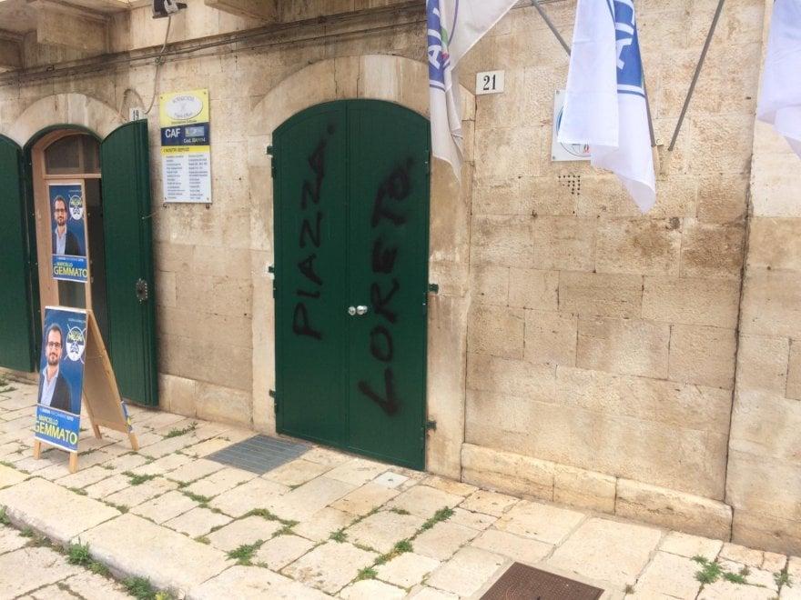 """""""Piazzale Loreto"""", a Ruvo scritta contro il tour elettorale del pronipote del Duce"""