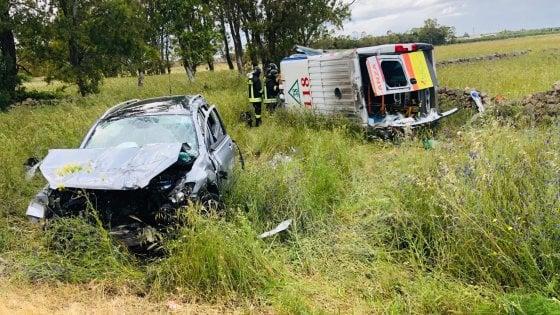 Taranto, ambulanza contro due auto: tra i 5 feriti l'autista e il soccorritore del 118
