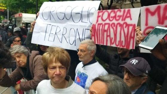 """Salvini a Foggia, i contestatori cantano 'Bella Ciao'. E il ministro: """"Io preferisco I Ricchi e Poveri"""""""