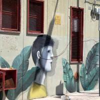 Bari, alla scuola Galilei il murale contro il bullismo: un inno all'amicizia