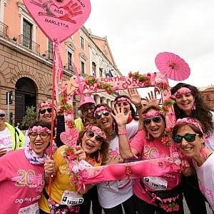 """A Bari la marea rosa di 'Race for the cure'. Decaro: """"Orgogliosi di essere protagonisti"""""""