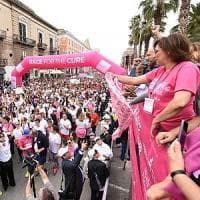A Bari la marea rosa di 'Race for the cure'. Decaro: