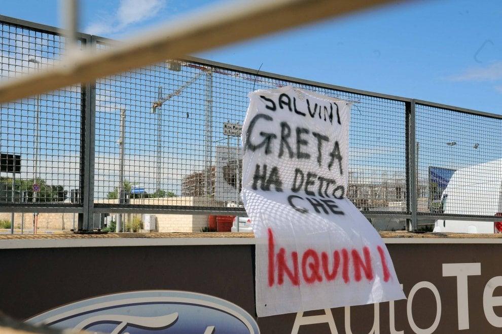 Salvini, a Bari i primi  striscioni contro il vicepremier