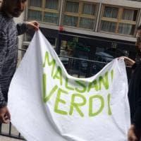 Salvini a Bari, anagrammi e numeri sugli striscioni per non farli rimuovere