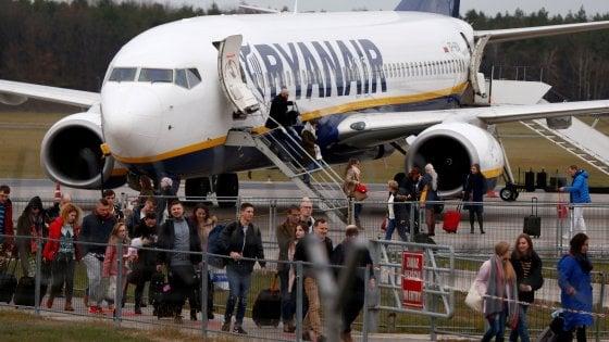 """Sbaglia aereo e si ritrova a Bari, l'ira del passeggero sardo contro Ryanair: """"Cosa controllate al gate?"""""""
