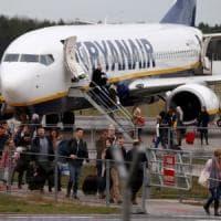 Sbaglia aereo e si ritrova a Bari, l'ira del passeggero sardo contro Ryanair: