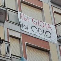 """Salvini contestato in Puglia, centinaia di striscioni: """"Noi Gioia, voi odio"""""""
