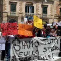 """Salvini contestato anche a Putignano, il ministro provoca la piazza: """"Compagni simpatici"""""""
