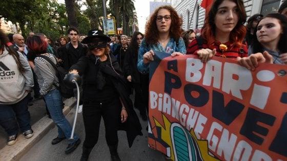 Mascherati da Zorro contro Salvini, la Digos identifica i manifestanti pugliesi