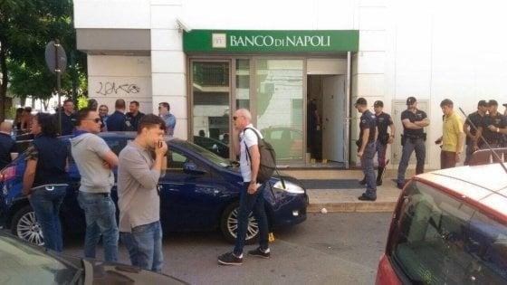 Bari, assalto armato al Banco di Napoli e sparatoria in strada: 7 arresti