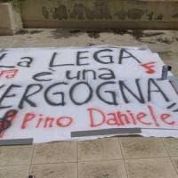 """""""Dare del fascista a politico non è reato"""": il pm boccia il sequestro degli striscioni..."""