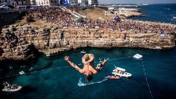 Polignano si prepara alla Red Bull Cliff Diving. L'1 e 2 giugno tornano i campioni dei tuffi da brividi