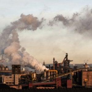 """Ex Ilva, ministro Costa apre riesame dell'impatto ambientale su Taranto: """"Un dovere verso la città"""""""
