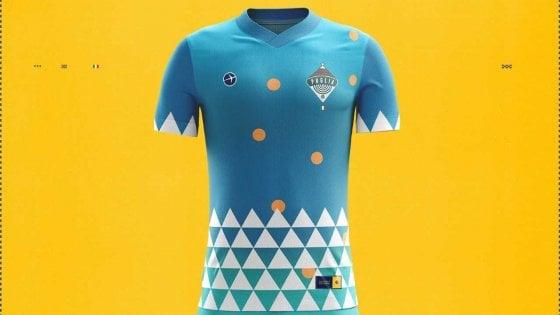 """Turismo, la Puglia è tra le migliori 11 mete europee. Expedia le dedica una maglia da calcio: """"Color mare e trullo sul cuore"""""""