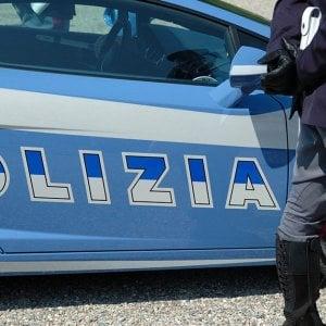 Bari, una ragazza trova per terra assegno da 50mila euro e lo porta alla polizia
