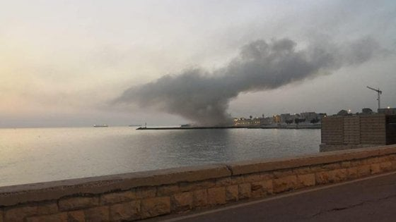 Bari, incendio distrugge il ristorante L'Ancora a Palese. Il Comune stava per affidarlo in concessione