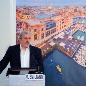 """Ballottaggi, Emiliano canta vittoria: """"Il centrosinistra avanza: mai così forte in Puglia"""""""