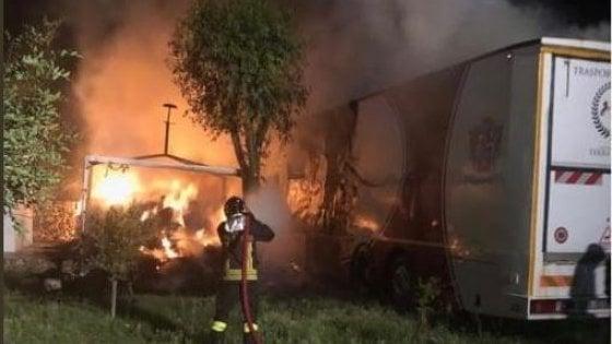 Taranto, incendio in un maneggio: vigile del fuoco muore per spegnere le fiamme